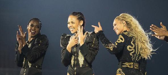 Beyoncé interrompe show para dançarina ser pedida em casamento!