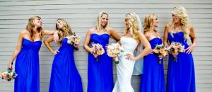 Madrinhas de casamento: todas devem usar o mesmo vestido, na mesma cor?