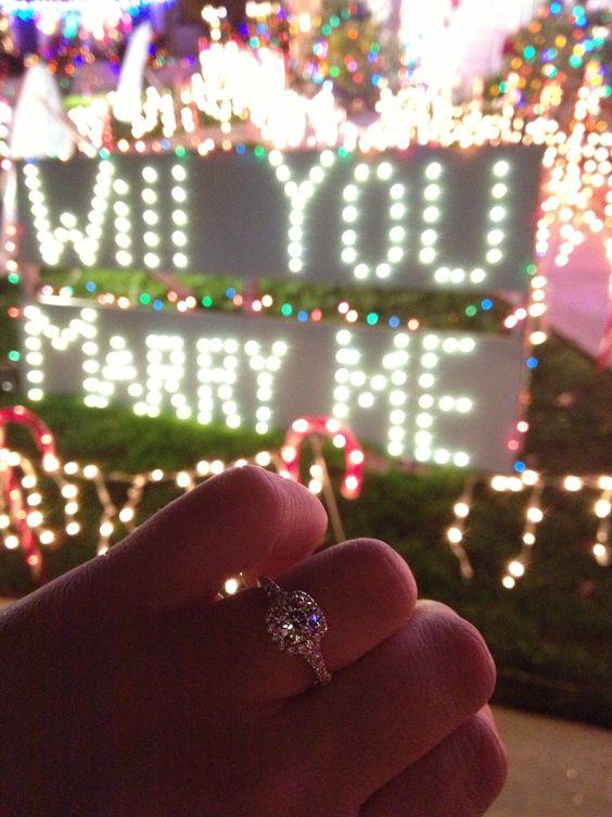 pedido de casamento com letreiro de luzes