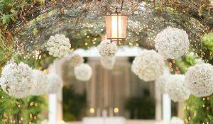 DIY: Decoração de Casamento Bonita e Econômica! – Arranjos de Flores Suspensos