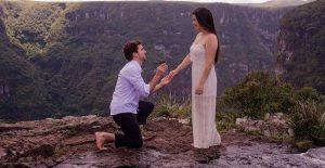 Nem uma tempestade pôde impedir esse pedido de casamento na serra