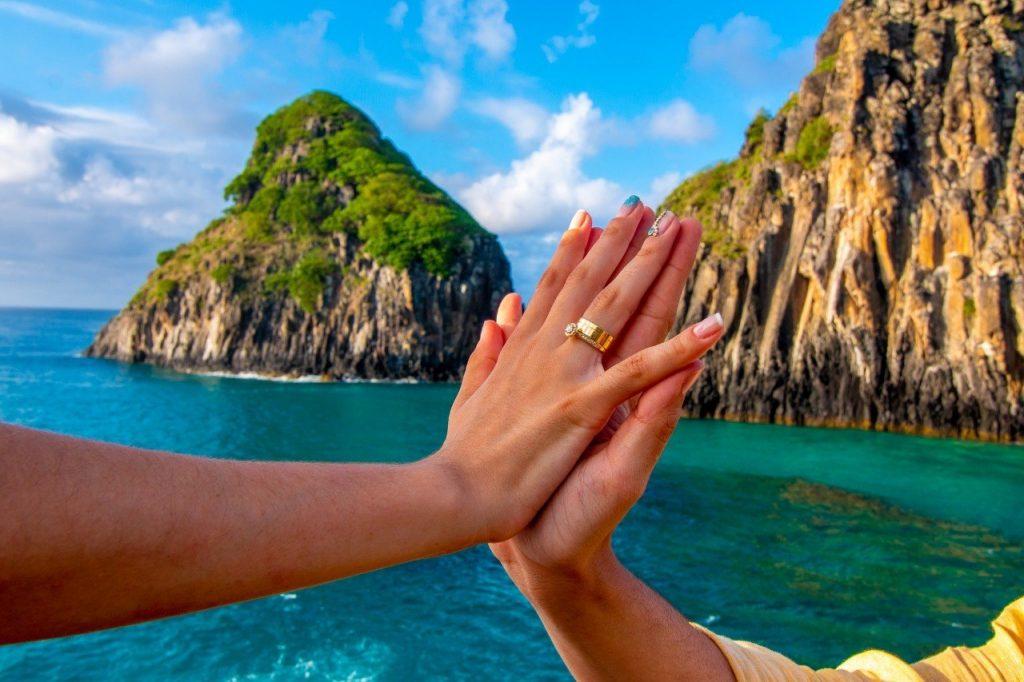 anel de noivado e aliança