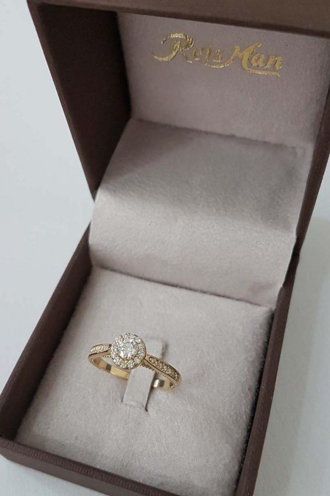 Anel de Noivado Amore Mio em ouro e diamantes