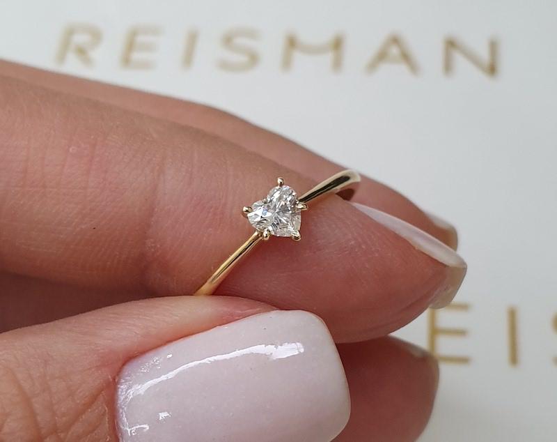 Anel de noivado com diamante em formato de coração