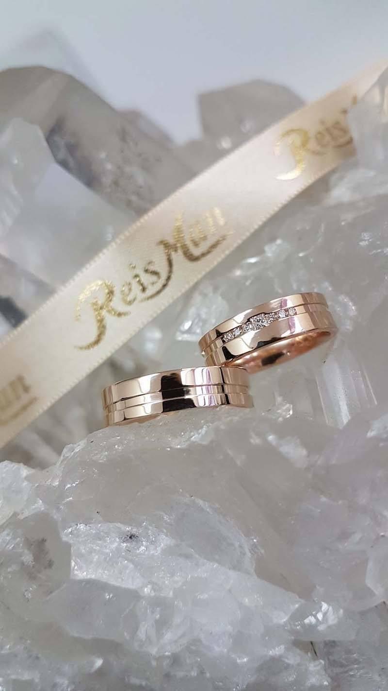 alianças em ouro rosé e diamantes