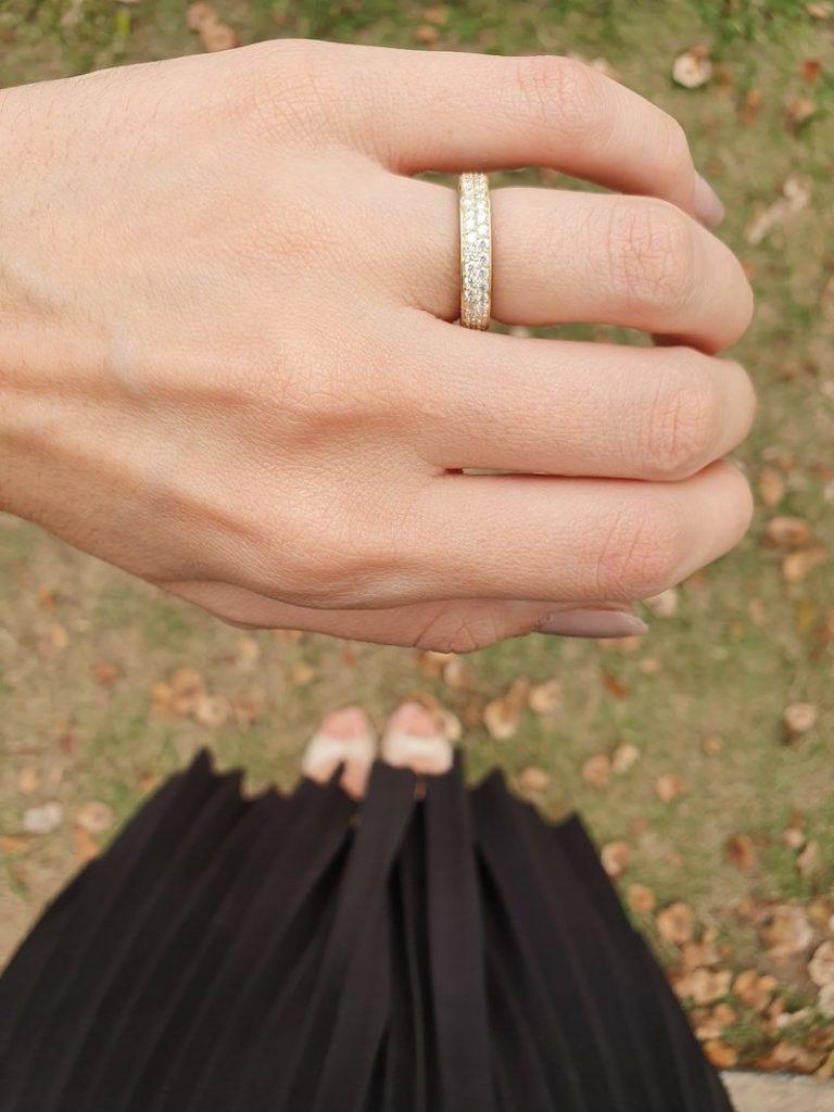 alianças na mão padrão luxo ouro 18k