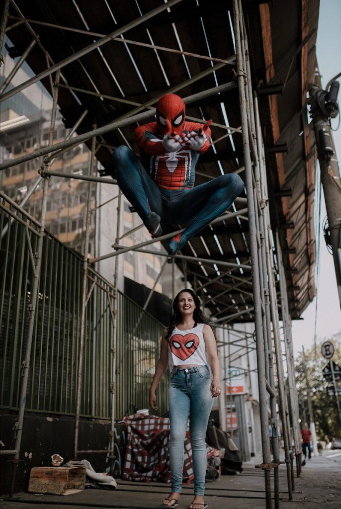 foto homem-aranha pulando