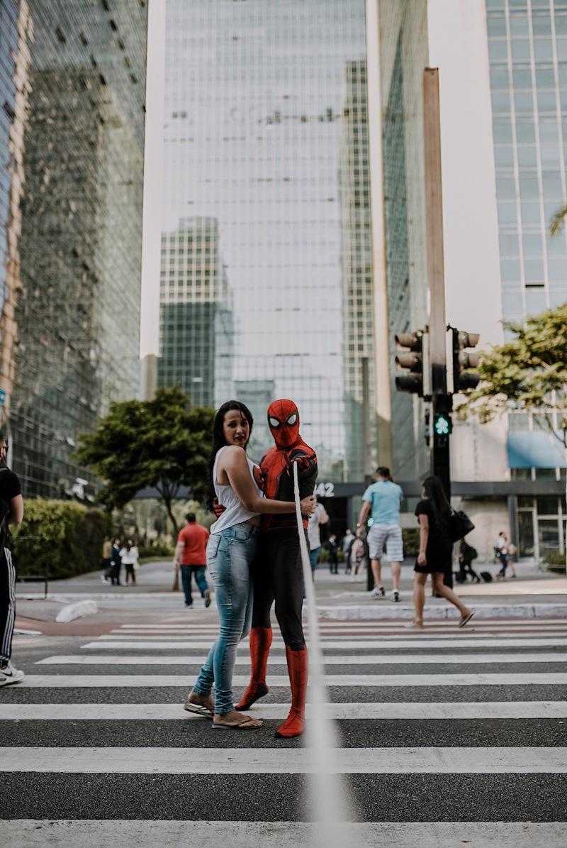foto vestido de homem-aranha