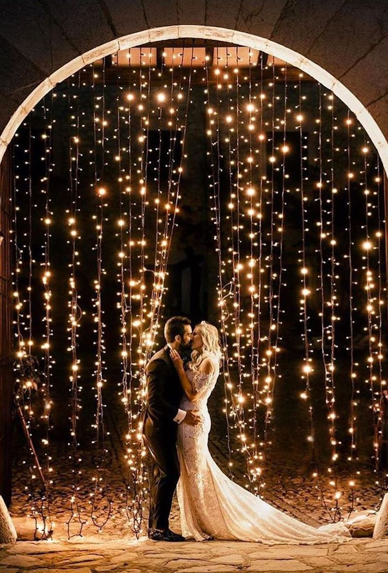 parede decorada com luzes