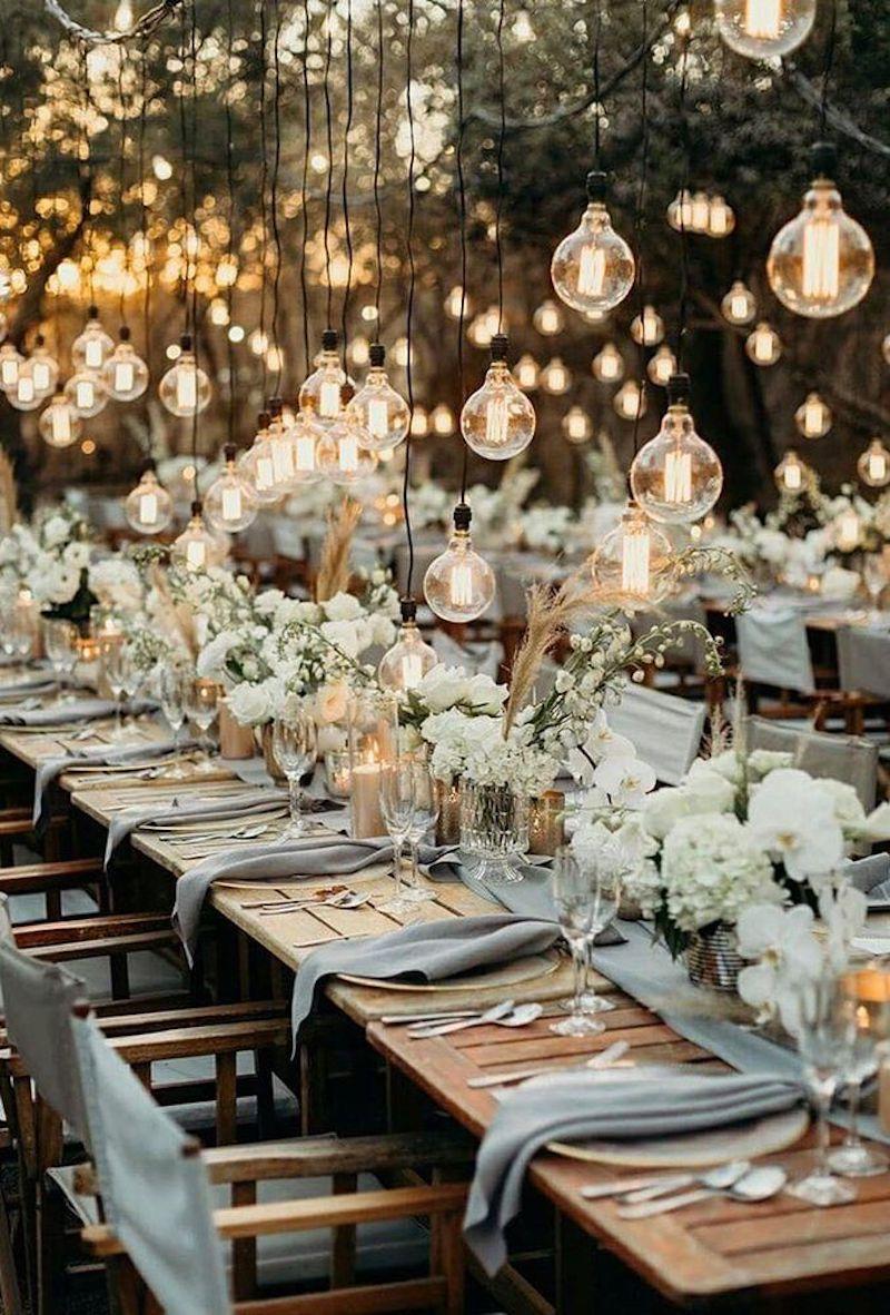 decoração para casamento ao entardecer com luzes