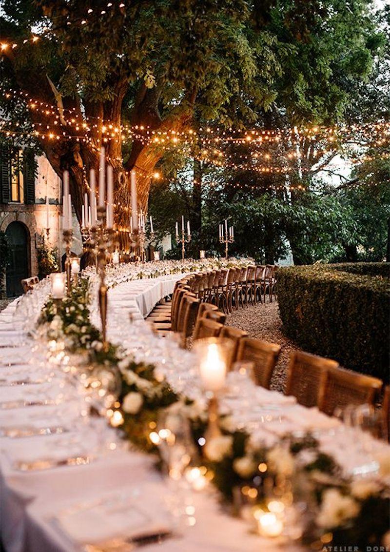 festa de casamento ao ar livre com varal de luzes