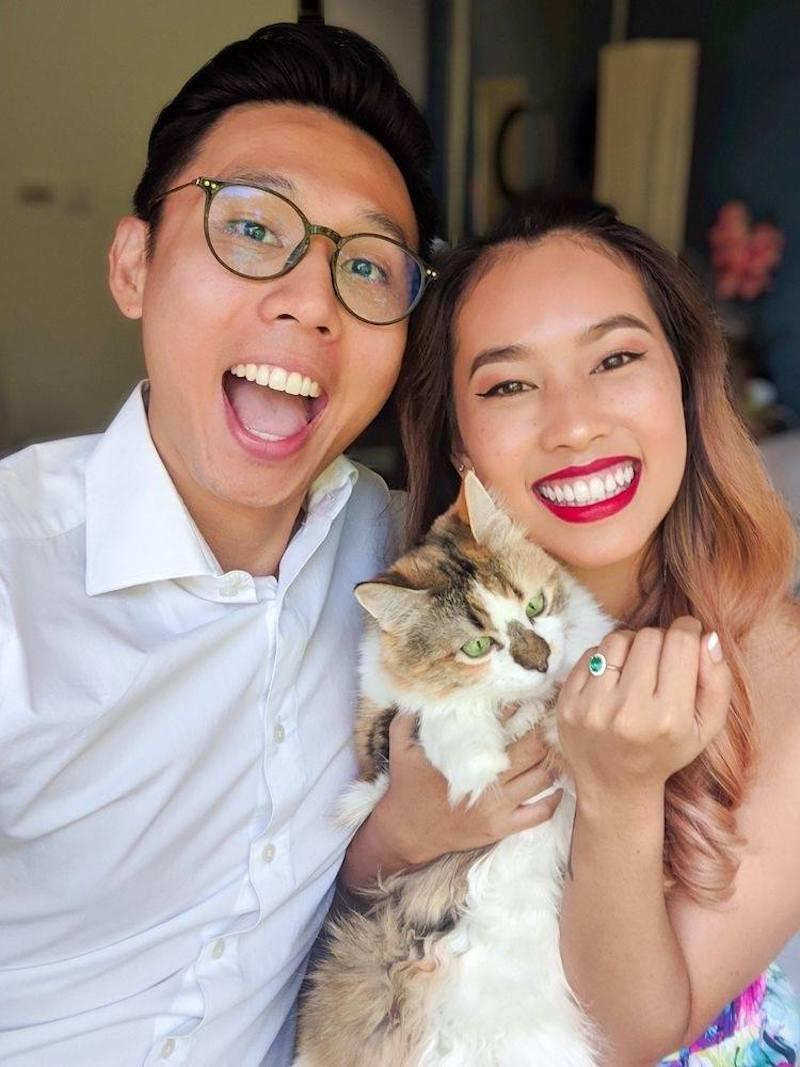 casal apaixonado por seu gato