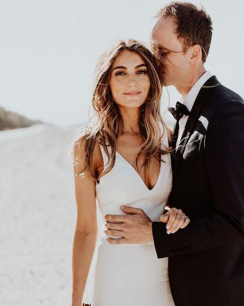 vestido de noiva simples e minimalista