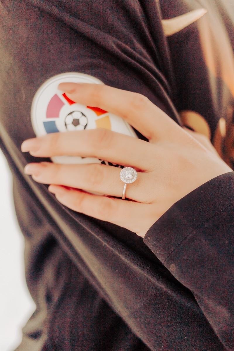 ensaio com anel de noivado Destiny