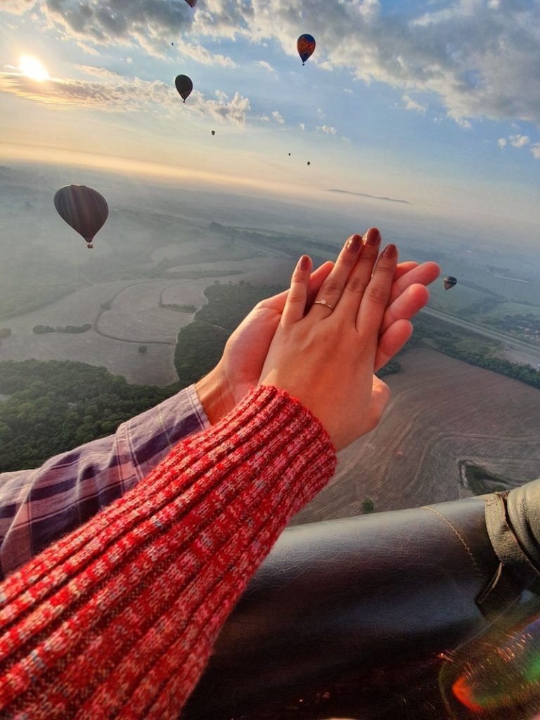 anúncio de noivado em balão