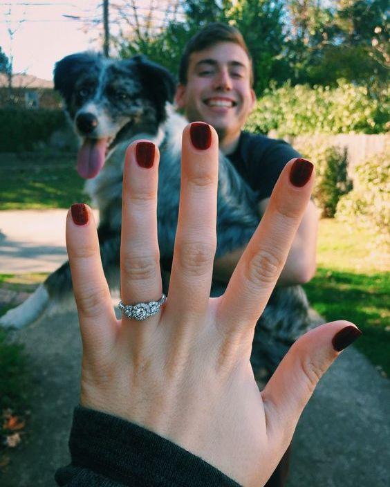 foto criativo de anúncio de noivado