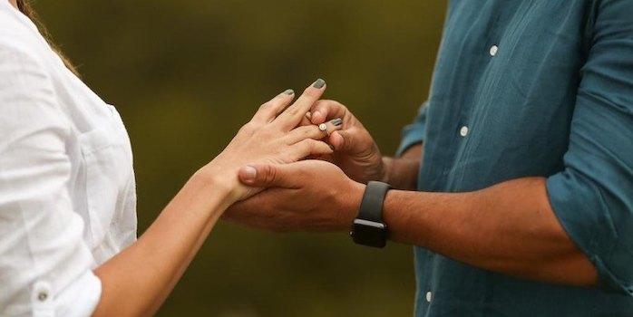 Pedido de casamento surpresa: ela disse sim em frente a capela que sonhava conhecer