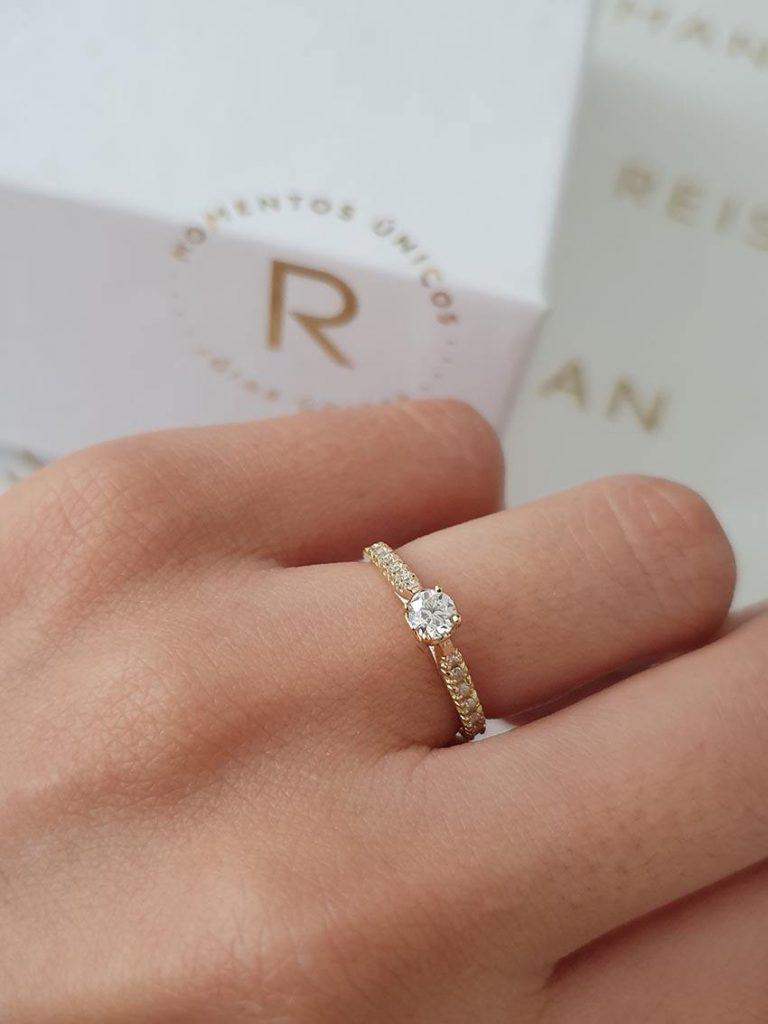 tipo de anel de noivado com torre alta