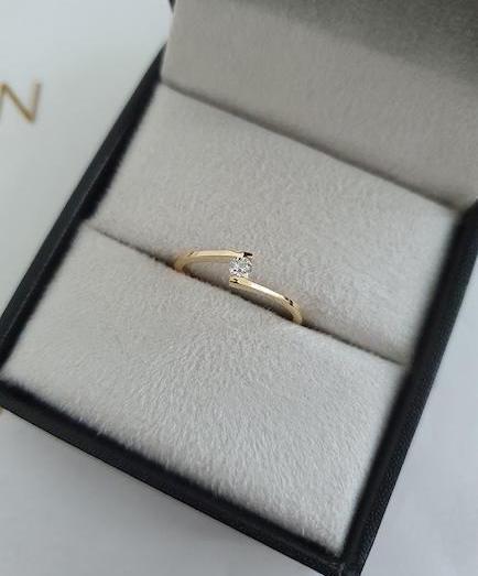 anel de noivado com aro minimalista
