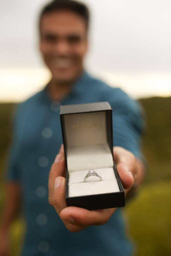 pedido de casamento com anel de noivado