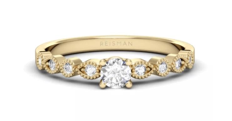 anel solitário com diamantes nas laterais