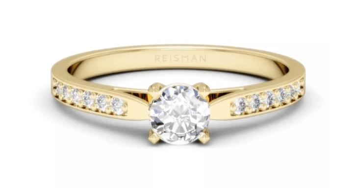 anel de noivado solitário com diamantes no aro