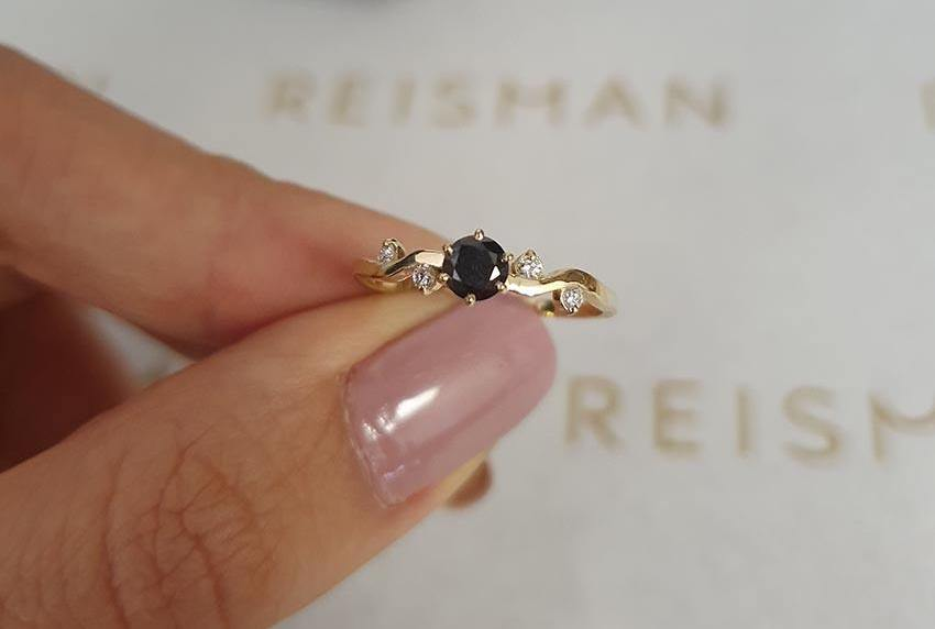 anel de noivado com diamante negro