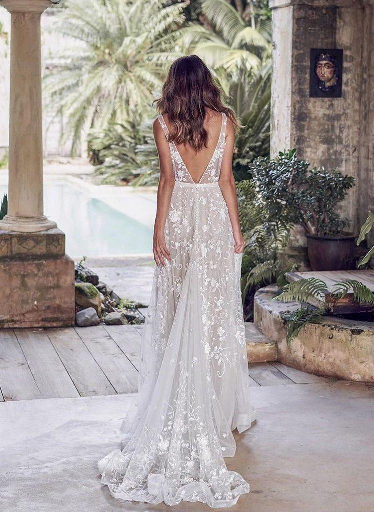 vestido branco com decote discreto nas costas