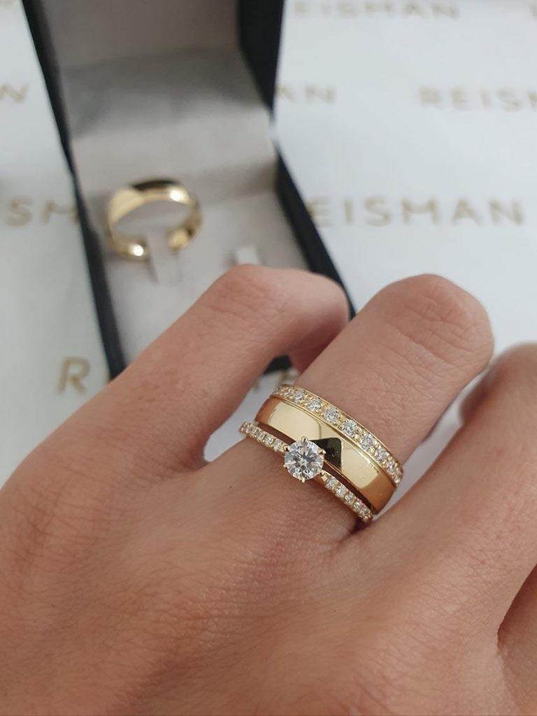 combinação de anel com aliança com pedras