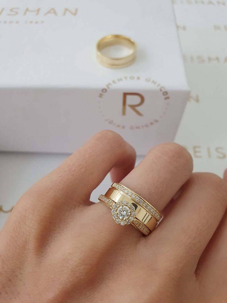 anel halo ring combinado com aliança com pedras
