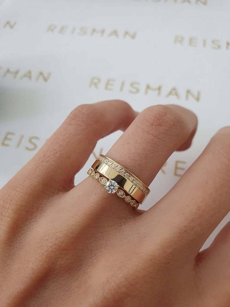 aliança com pedras combinado com anel de noivado