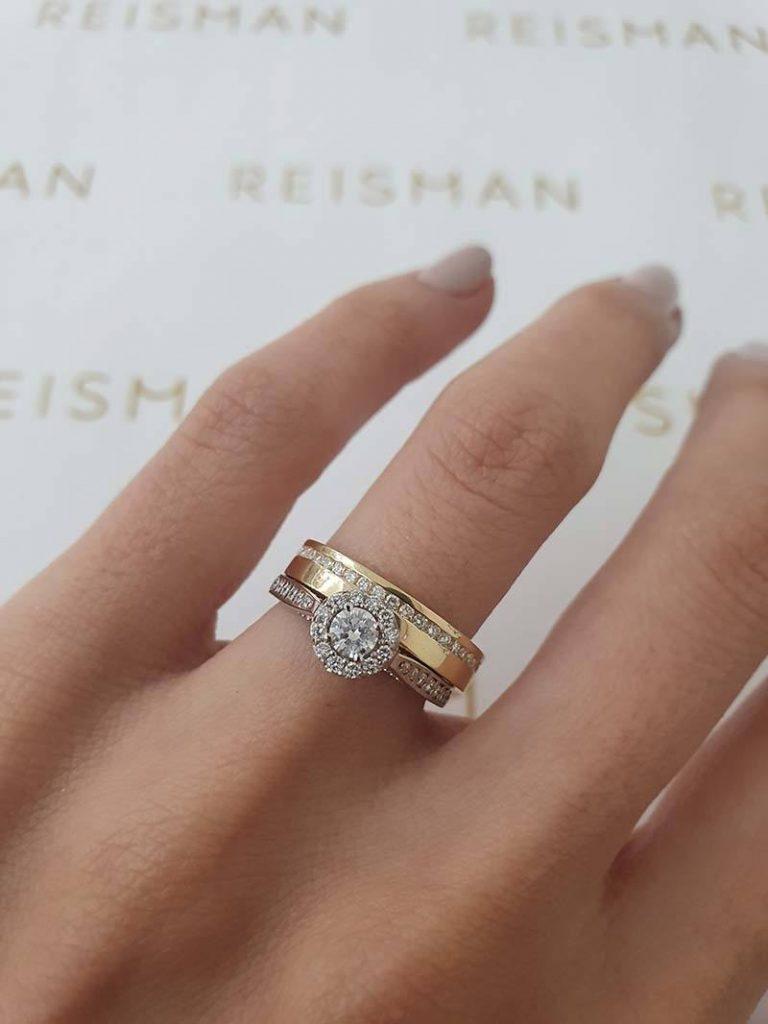 anel de noivado combinado com aliança