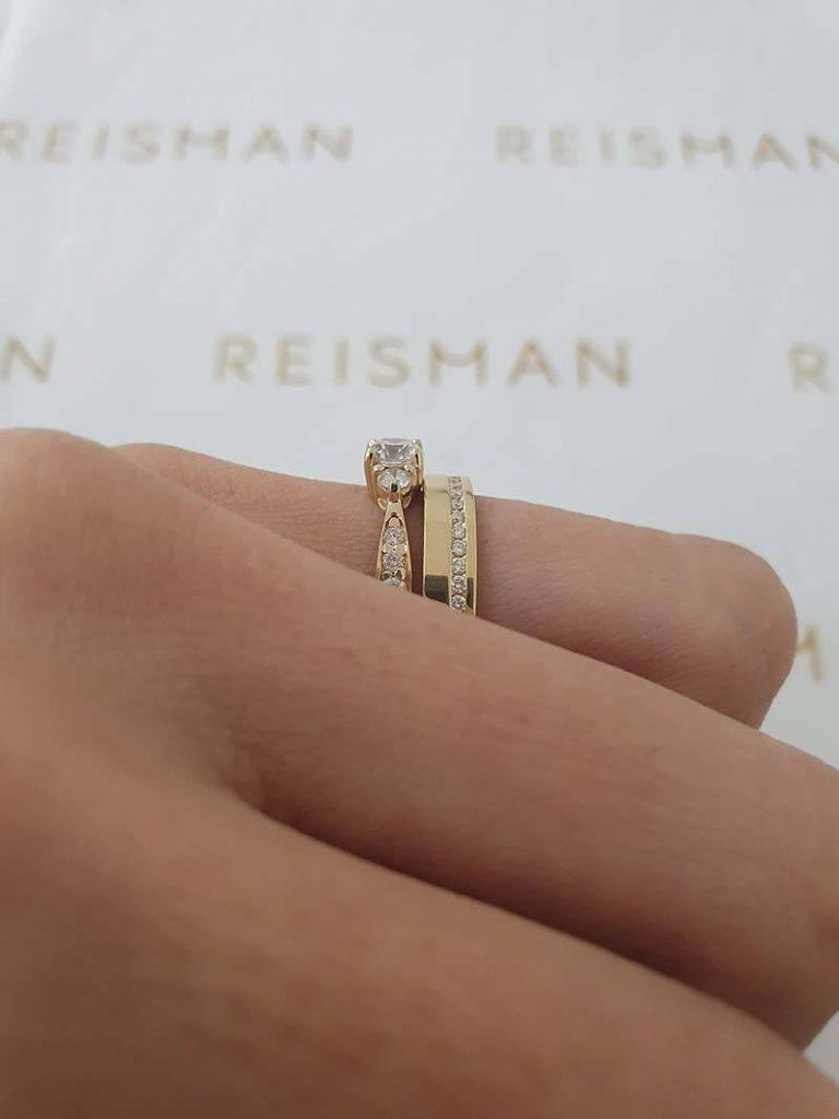 combinação de anel de noivado com aliança de casamento