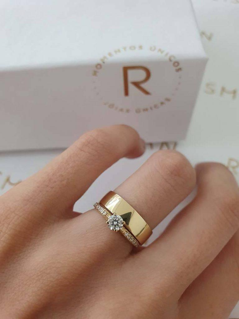 combinação de aliança com anel solitário