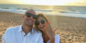 Pedido de casamento romântico na praia