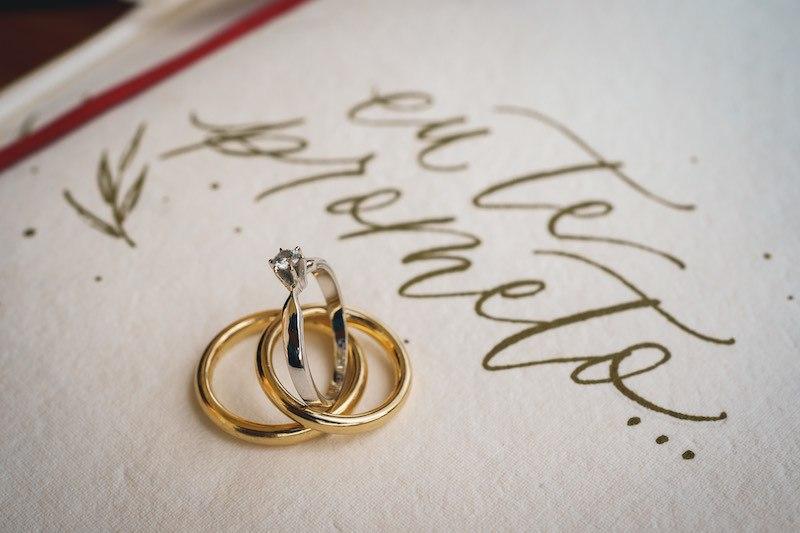 como combinar anel e aliança