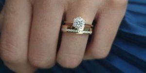 Como combinar o anel de noivado com a aliança de casamento?