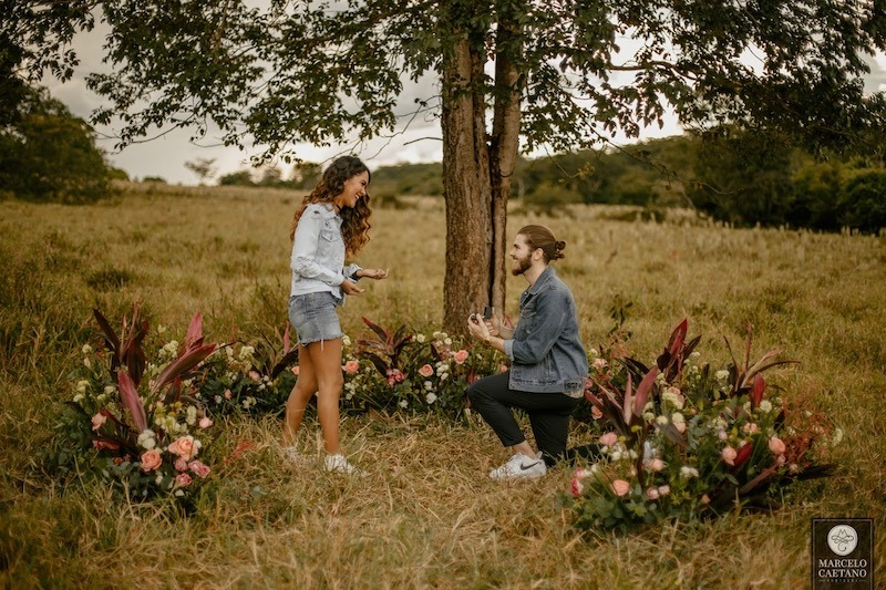 pedido de casamento ajoelhado