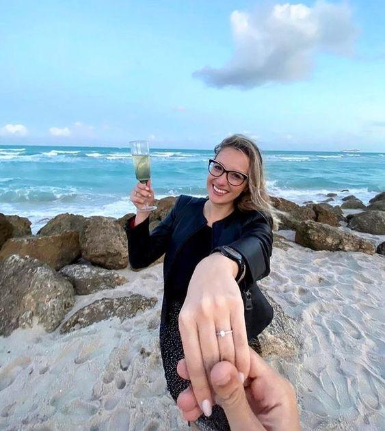 pedido de casamento ao por do sol na praia