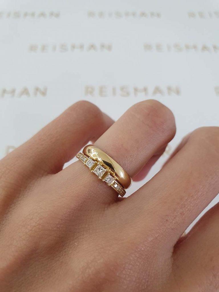 combinação de aliança e anel de noivado