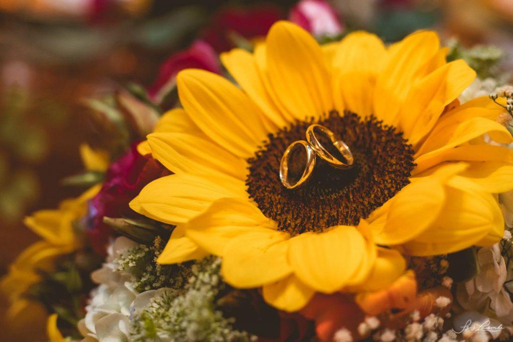 par de alianças de casamento Delicate