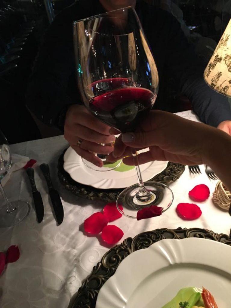 pedido de casamento surpresa em restaurante em Gramado