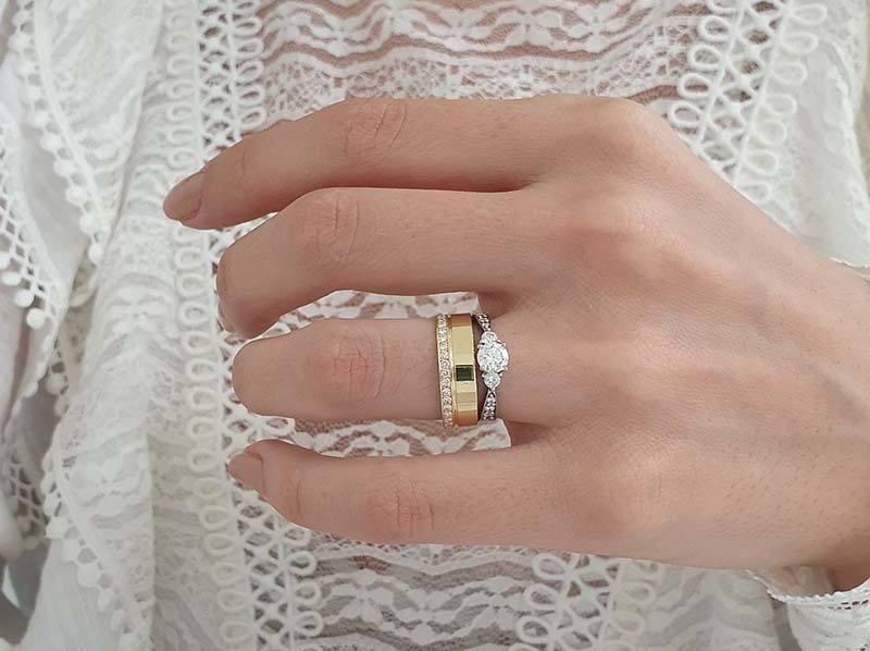 anel em ouro branco com aliança em ouro amarelo