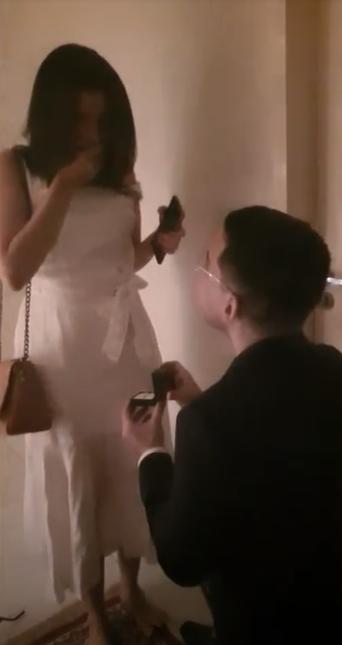 pedido de casamento de joelhos