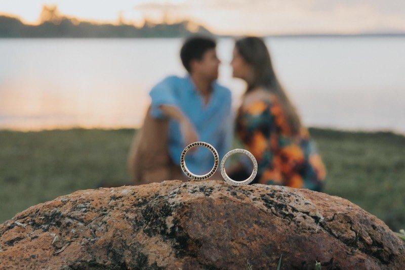 aliança masculina de noivado com diamantes