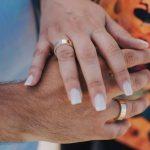 Homem usa anel de noivado? Descubra qual a joia utilizada por eles!