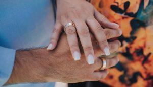qual a joia usada pelo homem no noivado?