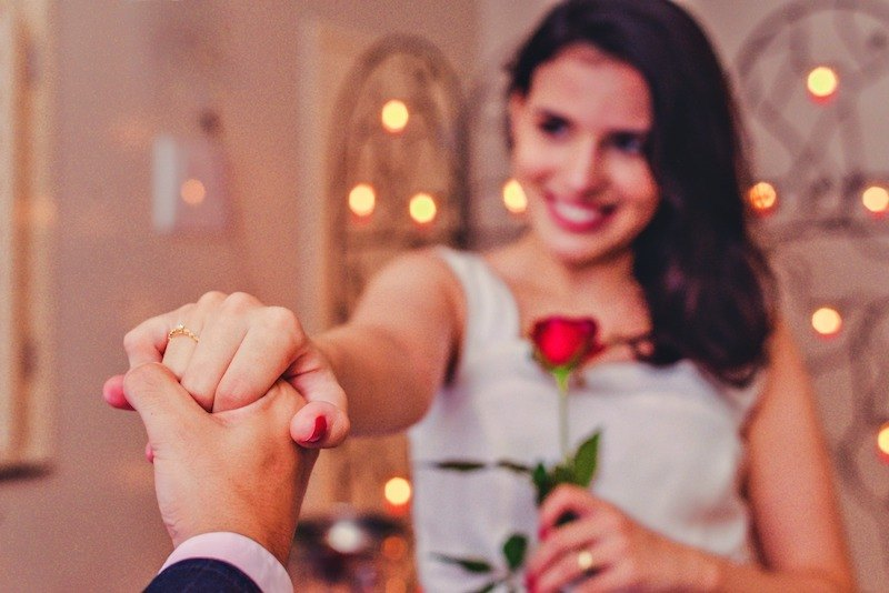 Cliente Reisman com anel de noivado