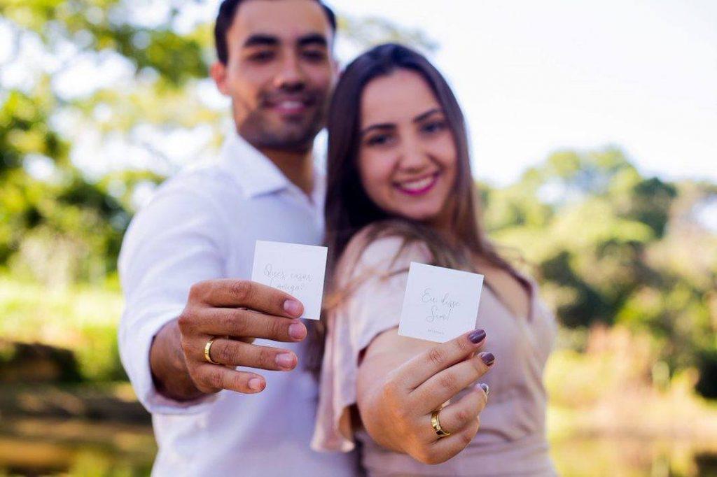 homem usa anel de noivado?