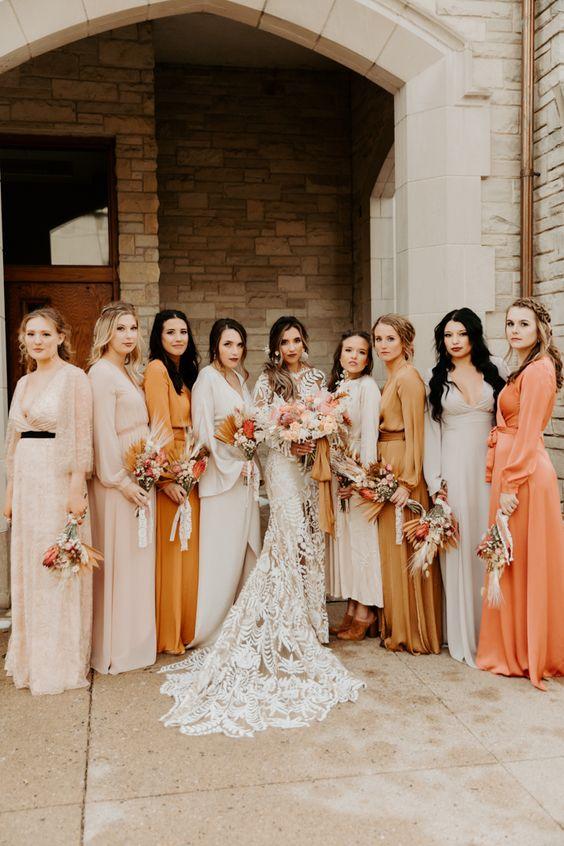 vestidos de madrinhas: mesma paleta de cores